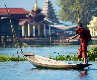 inle_lake-Myanmar-monk-tour-travel-Silk_Road_to_asia-trip